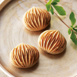 "Kyoto Wagashi Highly Reputed of Chestnut ""Kuri-Kinton"""