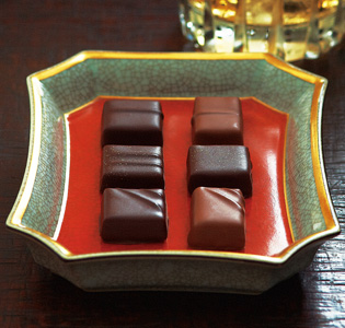 Luxurious Japanese Sweet of Whiskey Flavor Chocolate